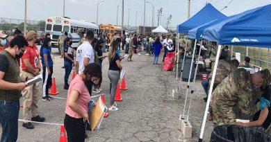 Inició aplicación de vacunas en puentes internacionales de Coahuila