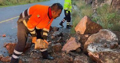 Protección Civil de Sombrerete apoya a habitantes tras desgajamiento de cerro
